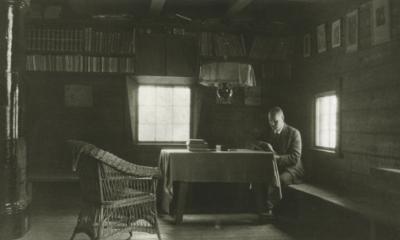 Pekka Halonen kirjastonurkkauksessa vuonna 1915
